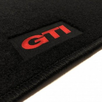 Alfombrillas Volkswagen Touran (2015 - actualidad) a medida GTI