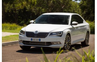 Alfombrillas Skoda Superb Hatchback (2015 - actualidad) Económicas